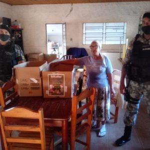 Brigada Militar entrega alimentos arrecadados durante vacinação