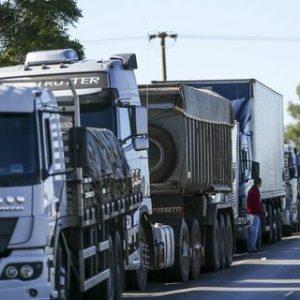 Bolsonaro lança programa que promete melhorar condições de trabalho dos caminhoneiros