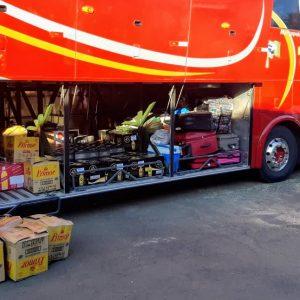 PRF apreende ônibus carregado de bebidas e queijos em Rosário do Sul