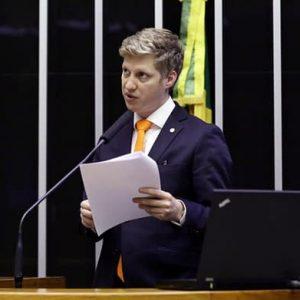Parlamentares mudam regras de votação na Câmara, reduzindo as obstruções