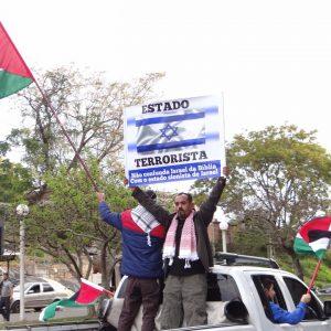 Comunidade árabe-palestina realiza carreata pedindo paz