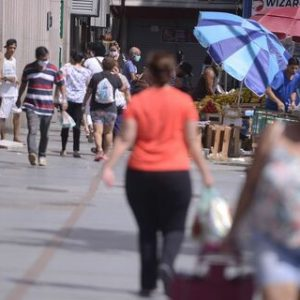 Nove em cada 10 brasileiros consideram grave a situação da pandemia, segundo pesquisa da CNI