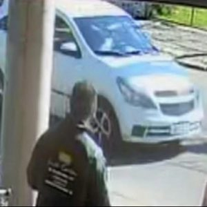 Homem foge de posto sem pagar, causa acidente e é detido pela Brigada Militar