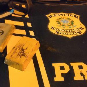 PRF prende traficante com crack e cocaína dentro de ônibus em Bagé
