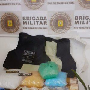 Operação Hoplitas prende dois homens com coletes balísticos e materiais para drogas