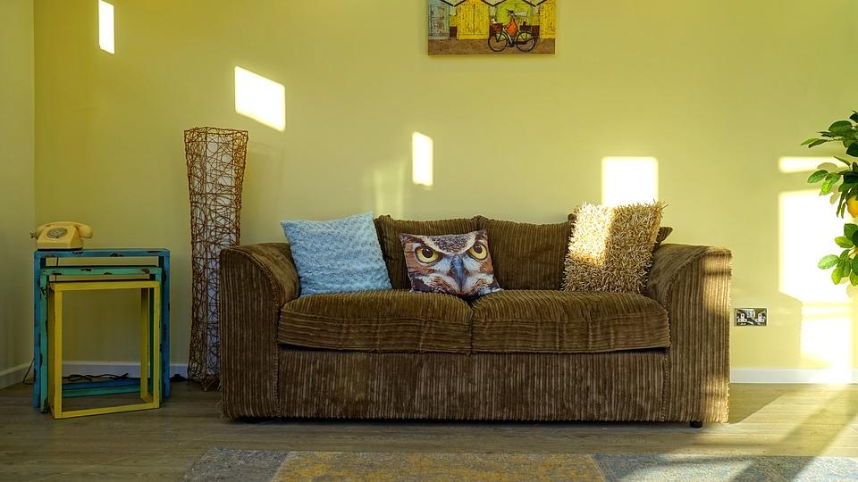 Como limpar sofá de veludo?
