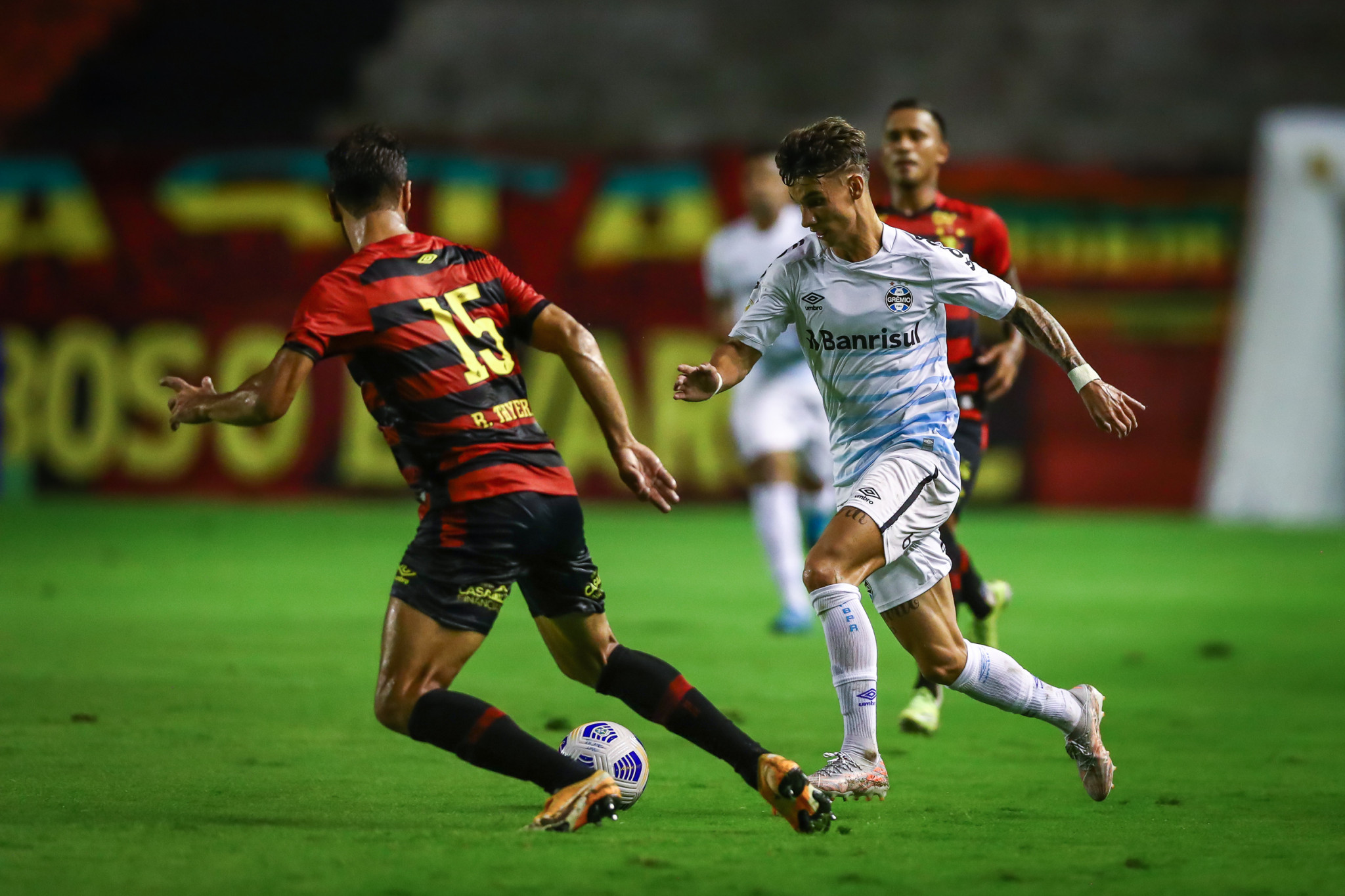Grêmio é superado pelo Sport por 1 a 0, na Ilha do Retiro