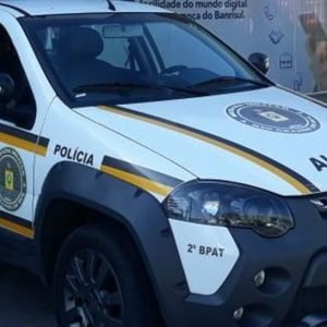 Casal é detido com cocaína em veículo