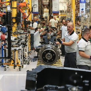 Apesar de bons indicadores, indústria nacional ainda enfrenta desafios para se desenvolver
