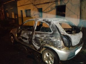 Carros são incendiados durante a madrugada