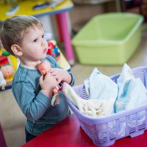 Brincar de boneca estimula atividade cerebral ligada às interações sociais