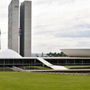 Congresso derruba veto presidencial e nenhum inquilino no Brasil poderá ser despejado do imóvel até o fim de 2021