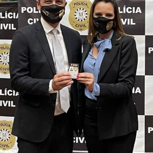 Polícia Civil gaúcha inicia entrega de novas carteiras funcionais a servidores