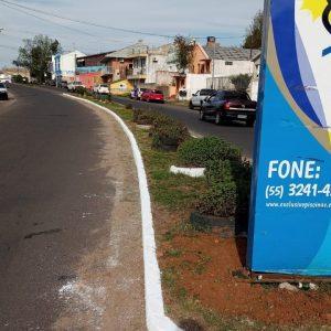 Empresas promovem a limpeza e revitalização de canteiro na Av. Tamandaré