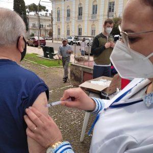 Secretaria Municipal de Saúde anuncia terceira dose da vacina contra Covid para pessoas com mais de 70 anos