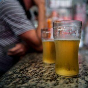 Reforma tributária: relatório eleva imposto sobre bebida e cigarro