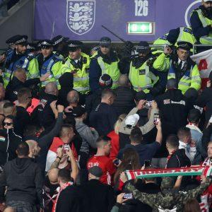 """Fifa repudia violência """"abominável"""" em jogo entre Inglaterra e Hungria"""