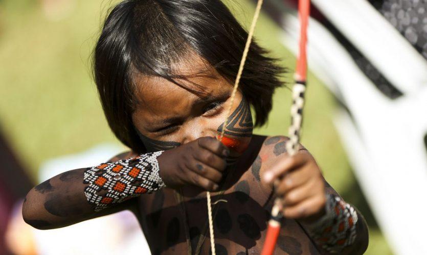 Brasília - Indígenas de todo o Brasil chegam à Brasília para o Acampamento Terra Livre.