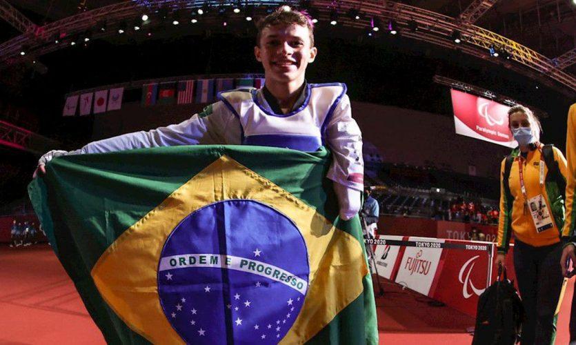 nathan_torquato_paratawkwondo_bandeira_