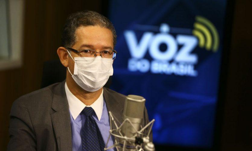 O secretário de energia elétrica do ministério de Minas e Energia, Christiano Vieira da Silva, participa do programa A Voz do Brasil.